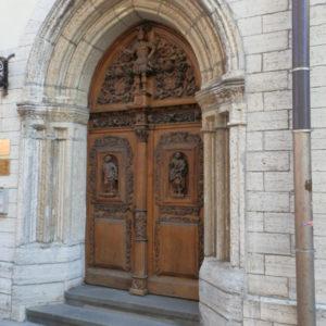 tajemnicze drzwi