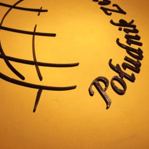 Logo z gliny dla Południka Zero